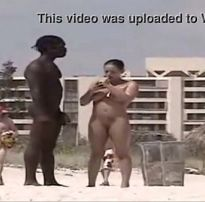 Buceta na praia de nudismo 2019 com novinha excitada