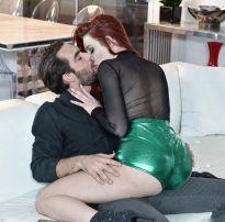 Corno manso assistindo sua bela esposa com outro – brazilian sex