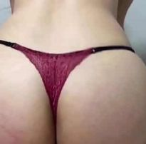 Assistir gostosa de calcinha rebolando no cacete video porno