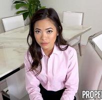 Agente imobiliária asiática peituda ir gostosa